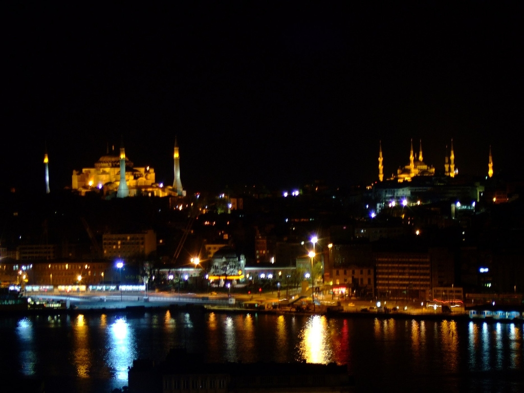 agia-sophia-and-blue-mosque-in-istanbul-turkey-night