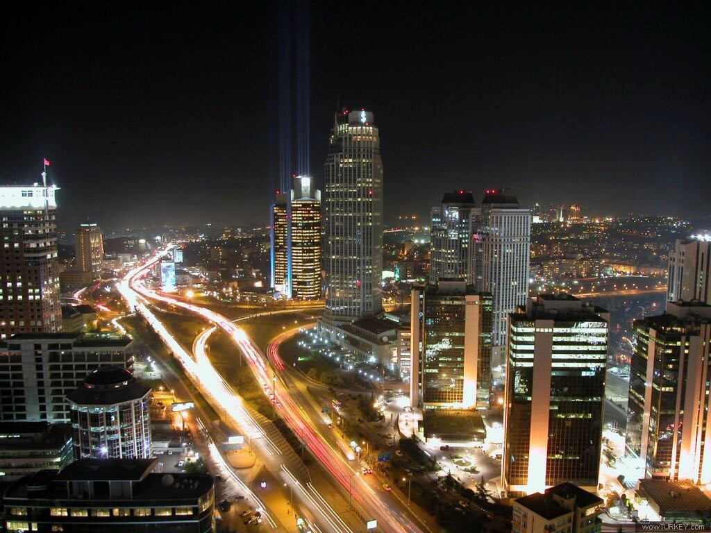 http://www.istanbultour.net/wp-content/gallery/istanbul-night/levent010.jpg